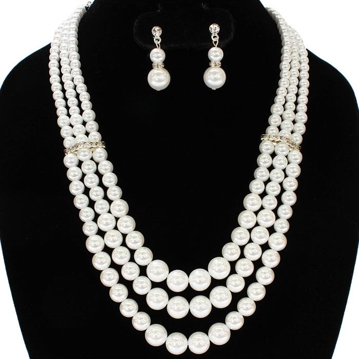 Luisa Pearl Necklace Set.