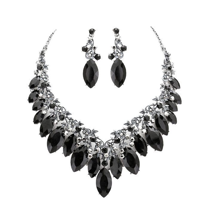 Nora Crystal Necklace Set.