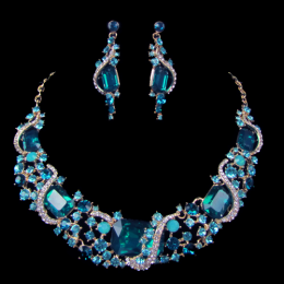 Donna Crystal Necklace Set