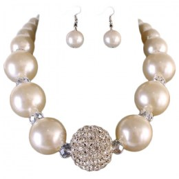Cassie Pearl Necklace Set