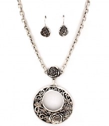 Gracie Pendant Necklace Set