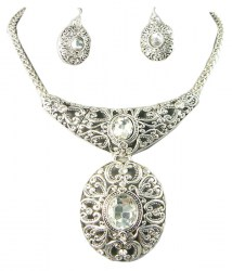 Zilda Pendant Necklace Set