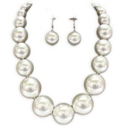 Florenza Pearl Necklace Set