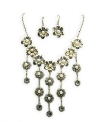 Jacinta Bib Necklace Set