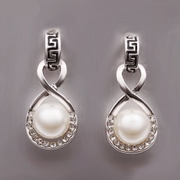Lexie Faux Pearl Earrings 3